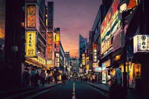 ciudad japonesa noche luces comida shushi