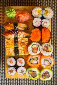 Shushi comida fresca japonesa variada
